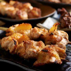 焼き鳥をはじめ人気の鶏料理が食べ放題で楽しめる新横浜の居酒屋「とりいちず」